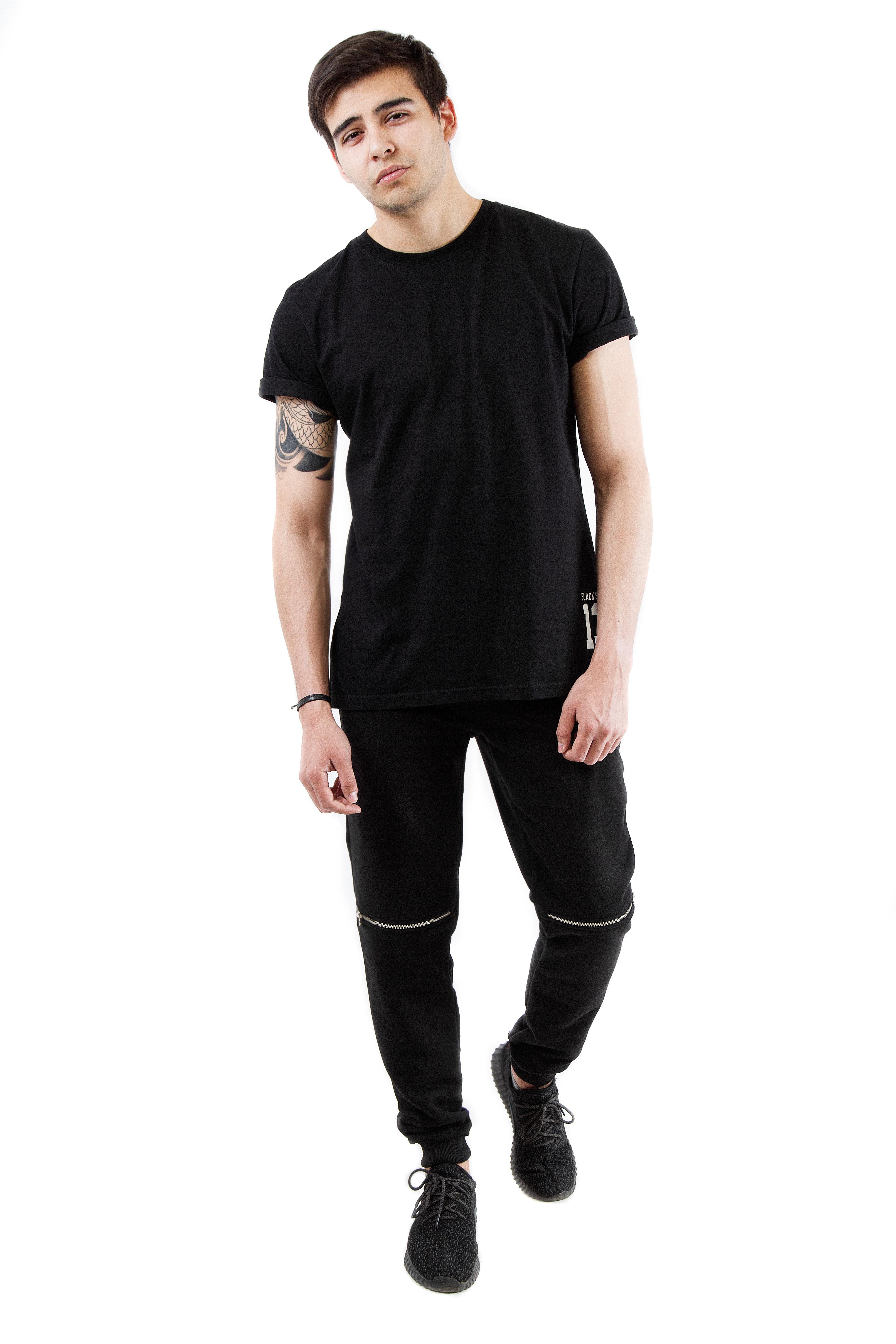 Mens trousers Zip BSPants, jeans and shorts<br>Стильные мужские брюки из коллекции Black Star Wear – практичный выбор на каждый день. Модель прямого полуоблегающего кроя с трикотажной резинкой на голенище и поясе создана из износостойкого материала, отлично сохраняющего форму при многочисленных стирках. Оригинальный элемент декора – горизонтальные белые молнии на коленях. Имеются карманы. В наличии два варианта цвета – черный и хаки.<br><br>size: M<br>color: Black<br>gender: male