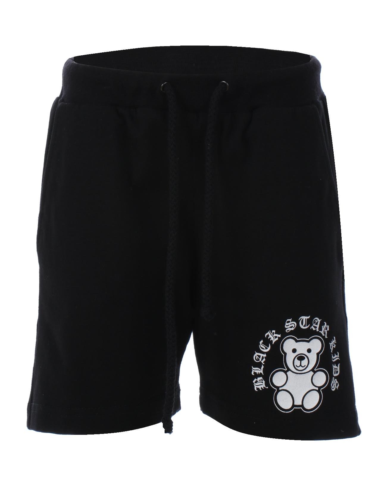Kids shorts Kids BSМодные детские шорты из новой коллекции Black Star Wear – обязательная вещь в гардеробе активного ребенка. Модель изготовлена из натурального хлопкового материала премиального качества, обладает удобным полусвободным кроем, не стесняя движений. Широкий эластичный пояс дополнен завязками, спереди два кармана, сзади один накладной. Примечательная деталь – небольшая нашивка с мишкой и надписью Black Star. В ассортименте черная и камуфляжная расцветки.<br><br>size: 3-4 years<br>color: Black<br>gender: unisex